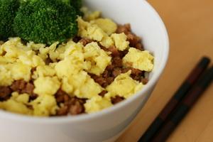 resep-ayam-dan-telur-soboro-bowl-rice