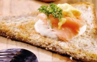 resep-roti-panggang-smoked-salmon