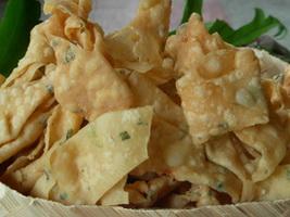 keripik-pangsit-bawang