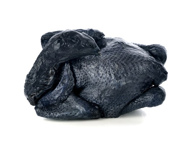 The appearance of black chicken meat, contains many sources of nutrients that are good for health.