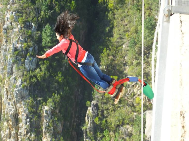 bungee-jump-at-boulkrans-bridge-south-africa-travel