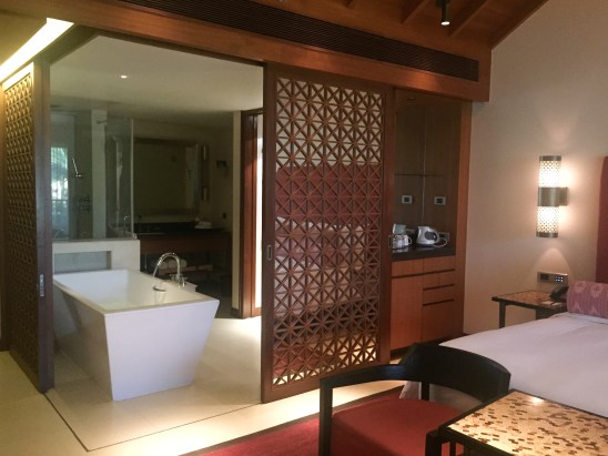 alila-diwa-bathroom-bedroom