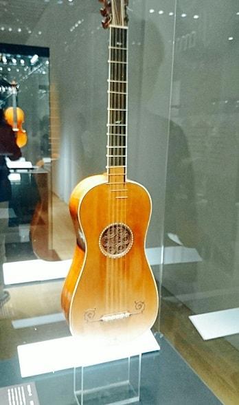 ストラディヴァリウスギター