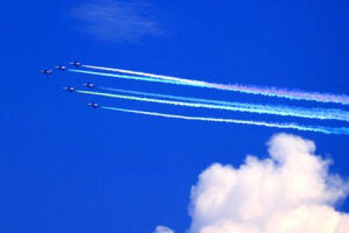 ブルーインパルス、国立競技場付近の上空に五輪マーク描く : スポーツ報知