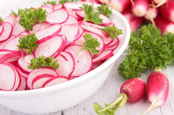 Салат с редисом: лучшие витаминные рецепты