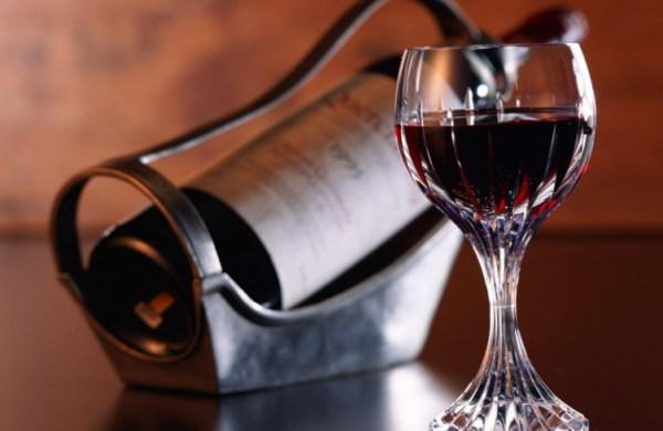 Новое исследование ученых: бокал сухого вина вместо тренировки
