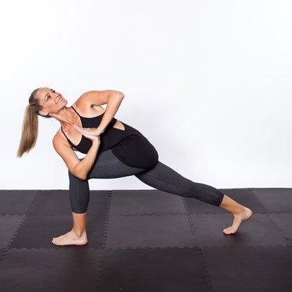 Поза скрученного бокового угла йога пресс