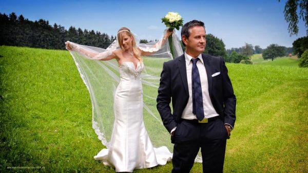 Hochzeit-Shooting auf der Wiese