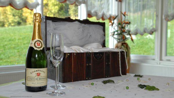 Hochzeitstisch mit Champagne