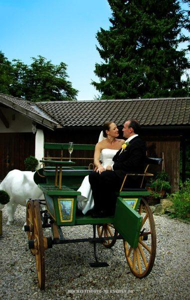 Hochzeitspaar in einer Kutsche