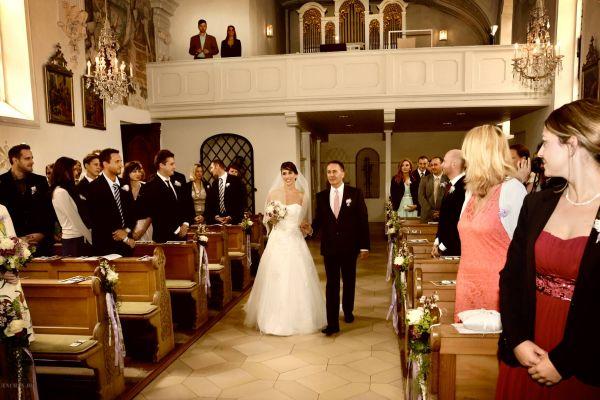 Trauungsfotos: Braut mit dem Fater