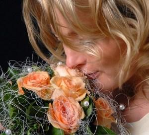 Braut mit Brautstrauß im Fotostudio Wagner
