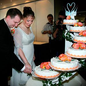 Hochzeitsreportage - Foto in München mit Hochzeitstorte