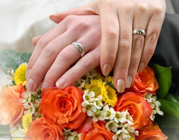 Brautstrauß und Trauringen