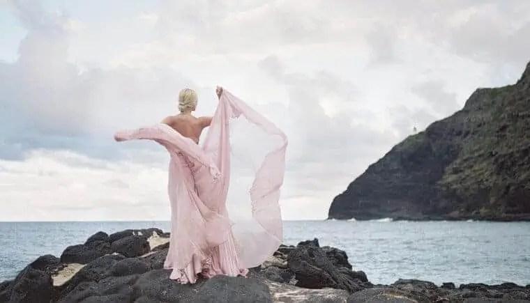 Lavendelfarbene Brautinspirationen auf Hawaii