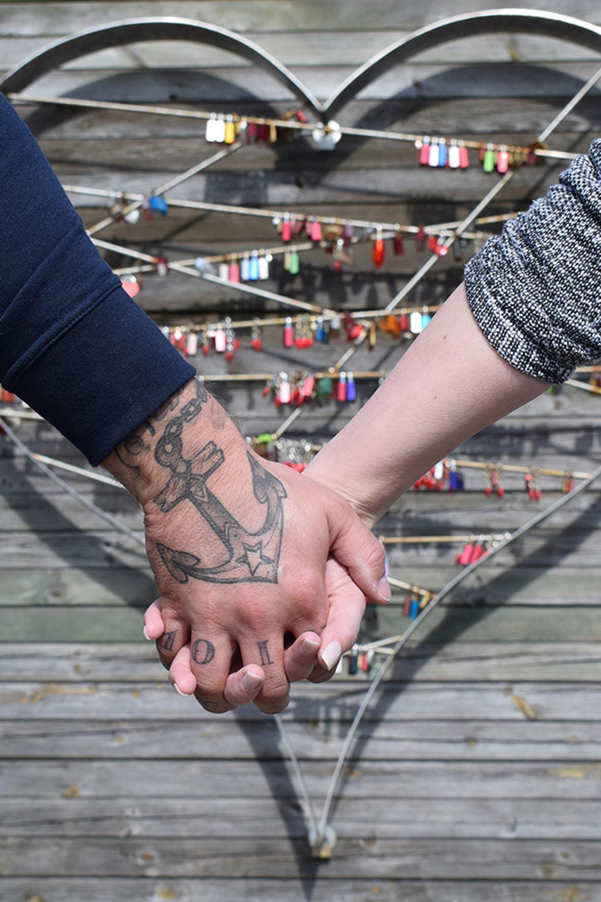 Am großen Herz im Lister Hafen können Paare ihre Liebe verewigen.