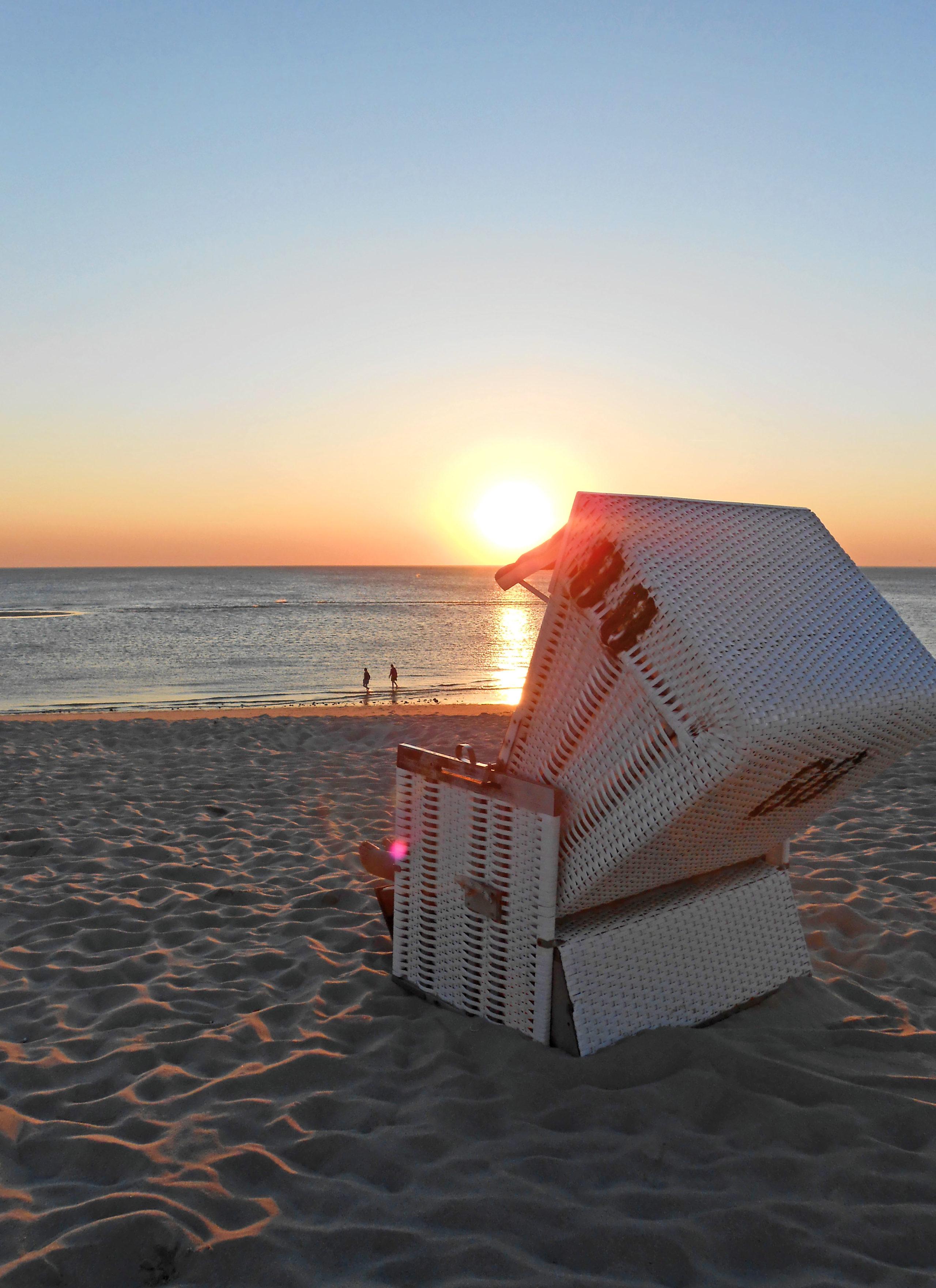 Der weiße Sandstrand, dazu ein romantischer Sonnenuntergang - für viele Verliebte ist dies der perfekte Ort, um sich ewige Liebe zu schwören.
