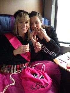 JGA Hochzeitsplanerin heiratet im Zug nach Hamburg