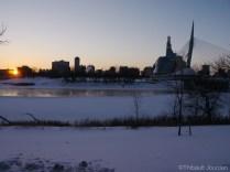 Petit à petit, la rivière se recouvre entièrement de glace / Gradually, the river is becoming covered entirely of ice