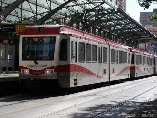 Le C-Train de Calgary est composé de deux lignes, et huit arrêts en plein centre-ville sont gratuits.