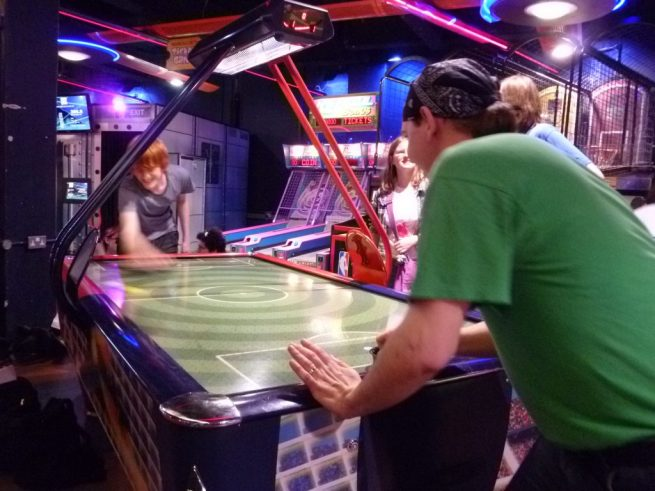 Install An Air Hockey Table To Enjoy A Real Gaming Experience