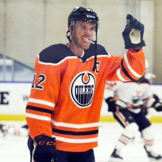 Connor-McDavid-2 Connor McDavid Connor McDavid Edmonton Oilers
