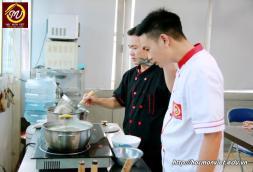 hình ảnh khóa học nấu phở mở quán 4 tại Học Món Việt