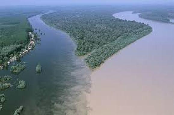 So sánh sông Đà và sông Hương vẻ đẹp con sông Việt Nam