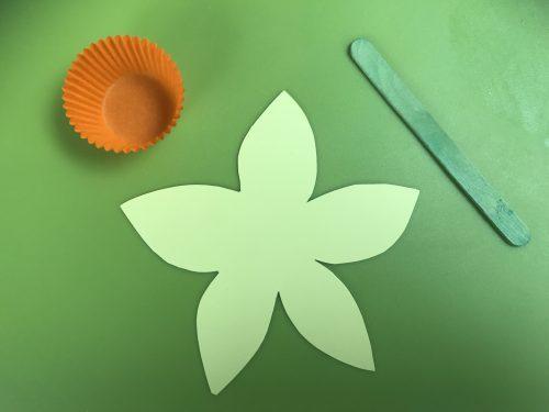 Kids Crafts: How to make a cheery Daffodil flower
