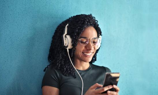 Podcasts continue to gain traction, Spotify bets big on them