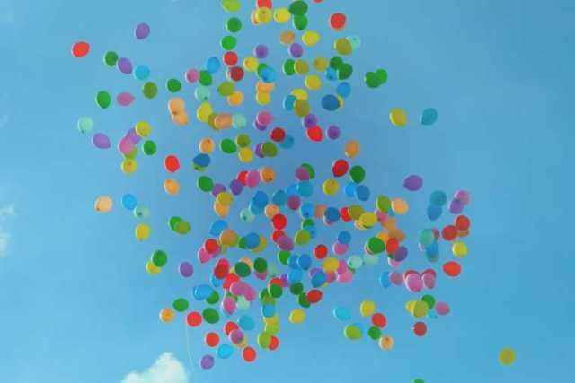 空に飛んでる風船