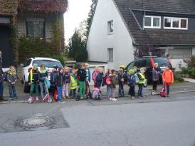Schulbus zu Fuß L1 012