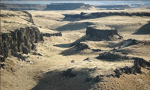 Glacial Lake Missoula tore through the channeled scablands in Washington State.