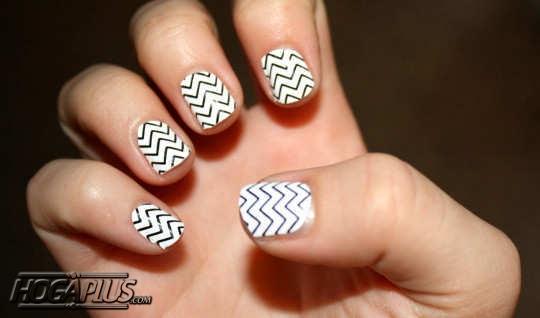 Zigzag Nail Art Design Ideas