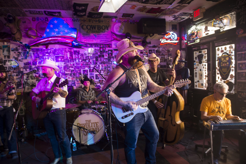 Hogs_and_Heifers_Saloon_Las_Vegas_0405