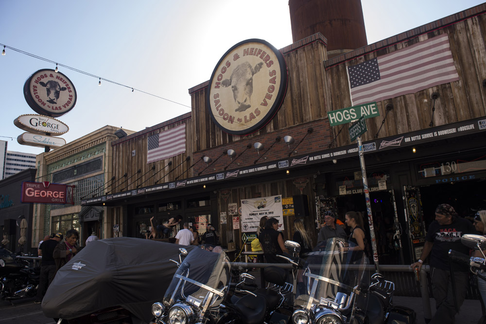 Hogs_and_Heifers_Saloon_Las_Vegas_0407