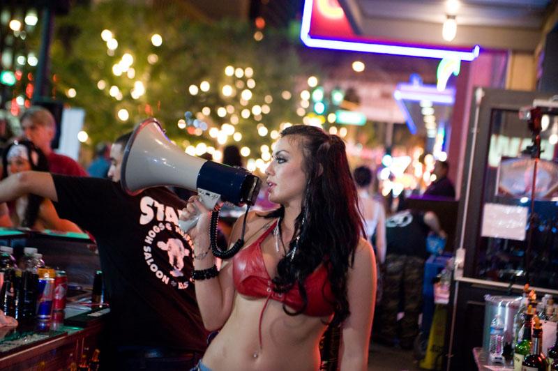 Hogs & Heifers Saloon_Las Vegas_Bartenders_0060