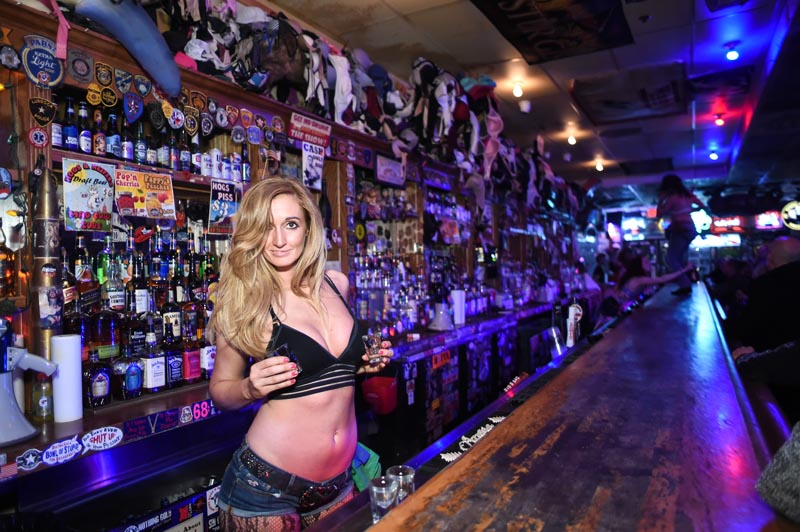 Hogs & Heifers Saloon_Black Briar_022