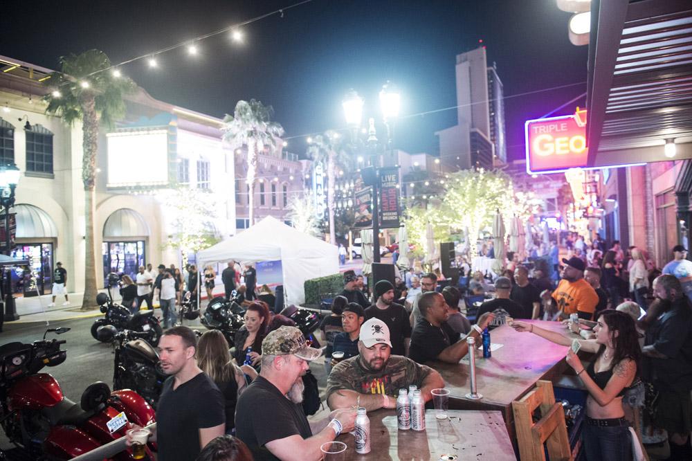 Hogs_and_Heifers_Saloon_Las_Vegas_0271