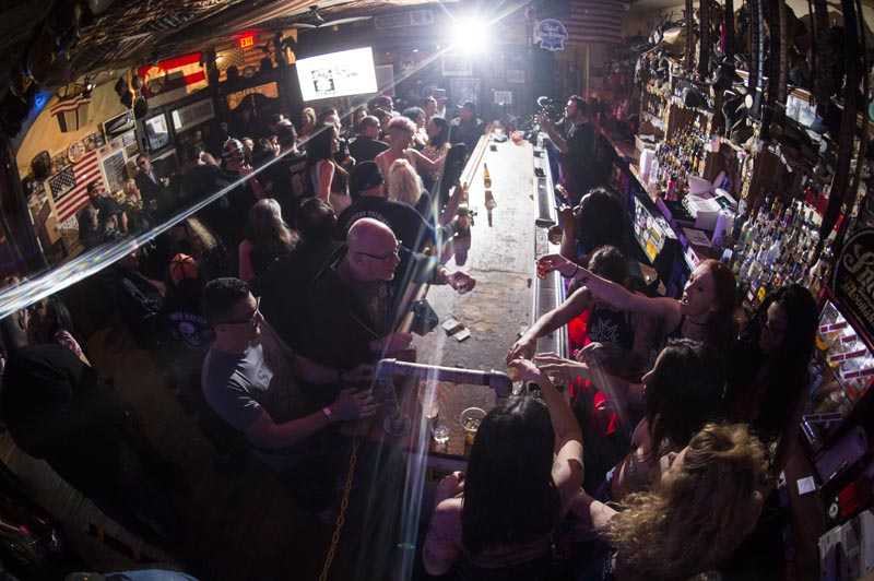 Hogs & Heifers Saloon Las Vegas_Moonshine Bandits_006514