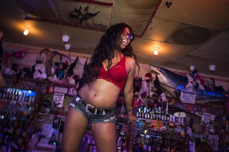 Hogs & Heifers Saloon Las Vegas_Moonshine Bandits_006539