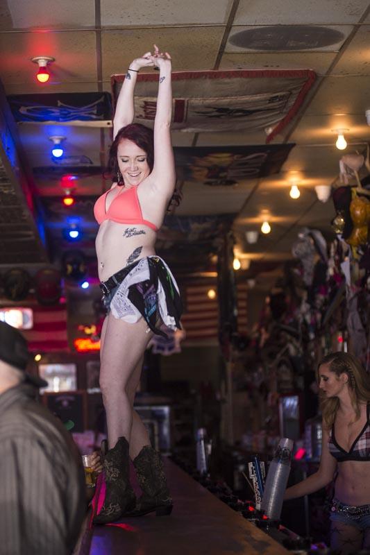 Hogs & Heifers Saloon Las Vegas_Bartender_690753