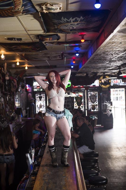 Hogs & Heifers Saloon Las Vegas_Bartender_690785