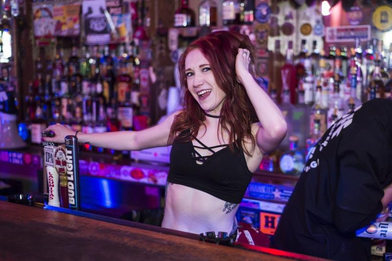 Hogs & Heifers Saloon Las Vegas_Bartender_690840