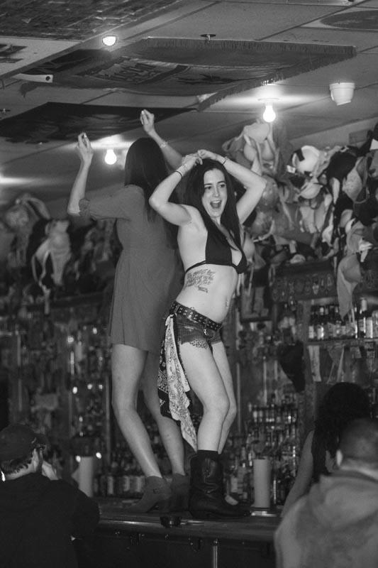 Hogs & Heifers Saloon Las Vegas_Bartenders_000221
