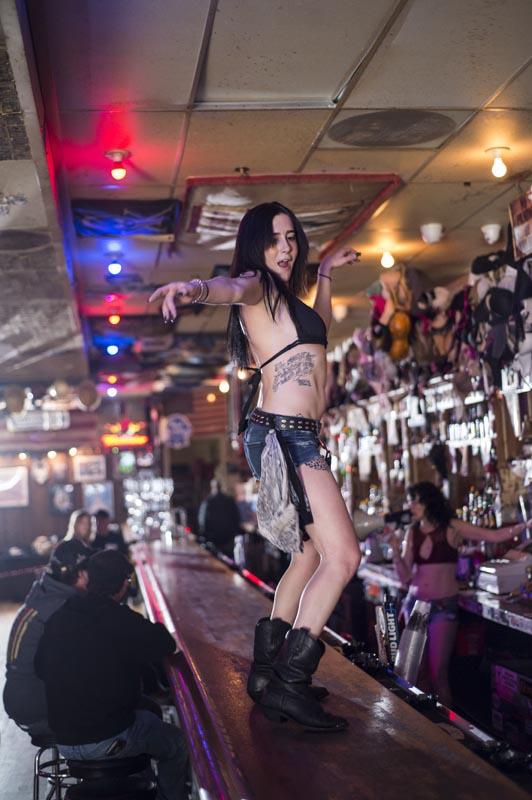 Hogs & Heifers Saloon Las Vegas_Bartenders_000224