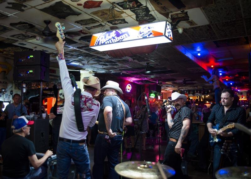 Hogs & Heifers Saloon Las Vegas_Motorcycle Rally_000625