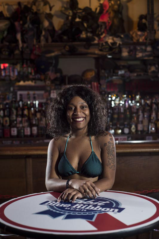 Hogs & Heifers Saloon Bartenders_000802