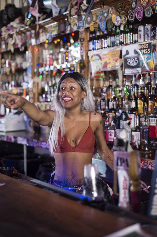 Hogs & Heifers Saloon Bartenders_000835