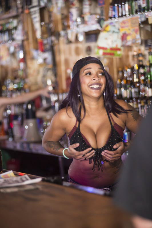 Hogs & Heifers Saloon Bartenders_000856